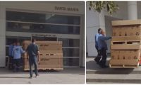 Momentos en que las camas UCI son ingresadas a la antigua clínica de SaludCoop.