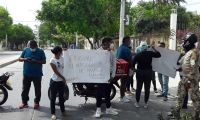 Protesta en frente de la Nueva Eps.