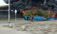 Quemaron siete buses del Mio.