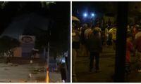 Desmanes en la noche de este miércoles, en Santa Marta.