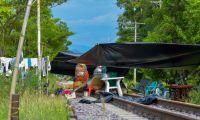 Las familias damnificadas se ubicaron en la línea del tren.