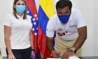 Carlos Páez, exgerente de la Essmar, y Virna Johnson.