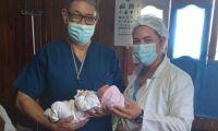 La bebé vino al mundo pesando 3.500 gramos.
