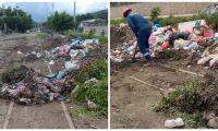 Las basuras sobre la vía férrea, un riesgo latente.