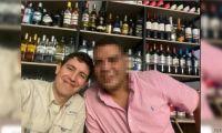 Kike Vives, como lo conocen sus amigos, publicó el post mientras departía con otra persona.