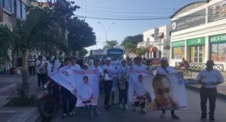 Marcha de los familiares de Jeison López y Fernando Varela los jóvenes desaparecidos.