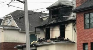 Casa incendiada donde murieron 4 personas en Brooklyn.