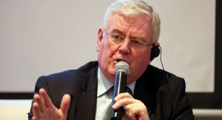 Eamon Gilmore, enviado especial de la Unión Europea (UE) para el proceso de paz de Colombia.