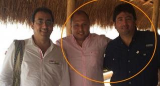Eric Tovio (centro) junto a Fabián Castillo (derecha) y Sergio Díaz Granados, en un almuerzo privado en casa del alcalde de Nueva Granada.