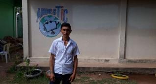 Álvaro Luis Herrera en la IED María Auxiliadora, en el corregimiento de Los Andes, en Guamal.