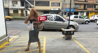 Así se paseaba Etefrani Luciana Barreto por las calles de Medellín.