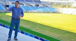 Alcalde Rafael Martínez durante su visita al Estadio Sierra Nevada.