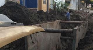La reposición de la tubería de alcantarillado se realizó en el barrio El Pantano.