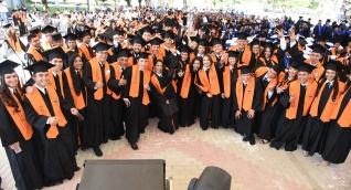 La Alma Máter, graduó a jóvenes de diferentes programas pertenecientes a las facultades de Ingeniería, Ciencias Empresariales y Económicas, Ciencias de la Educación, Ciencias de la Salud, Humanidades y Ciencias Básicas.