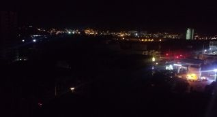 Panorámica de la noche sin luz en Santa Marta.