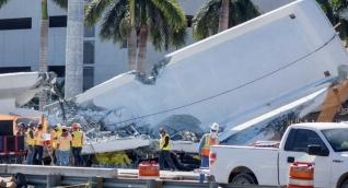 Los cuerpos recuperados se hallaban al interior de dos vehículos.
