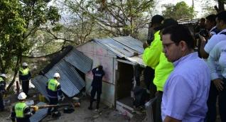 Demolición de viviendas en Colinas de El Pando.
