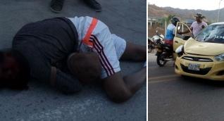 El hombre fue arrollado por le taxi cuando intentaba cruzar la vía.