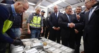 Entre los detenidos figuran dos empresarios y un agente de la Guardia Civil española.
