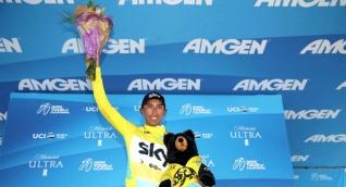 Egan Bernal con la camiseta de líder del Tour de California.