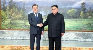 El presidente de Corea del Sur, Moon Jae-in, y el líder del Norte, Kim Jong-un.