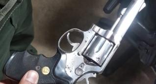 Arma decomisada durante el sepelio.