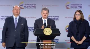 Santos, junto a los ministros de Defensa y Cultura.