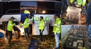 Operativos en el bus accidentado.