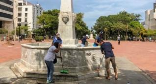 Jornada de limpieza a esculturas del Centro Histórico.