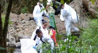 Las autoridades realizaron la inspección de los cadáveres.