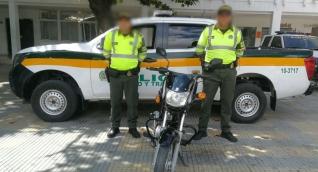 Motocicleta recuperada por la Policía en Santa Marta.