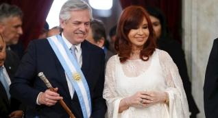 Alberto Fernández asumió este martes la Presidencia de Argentina. A su lado Cristina Fernández, su vicepresidenta.