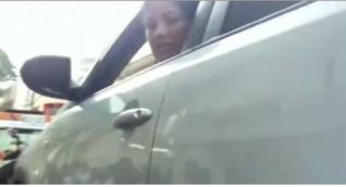 Mujer estuvo 14 horas dentro de su carro para evitar inmovilización