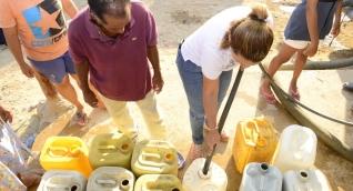 En algunos barrios de Santa Marta no llega el agua, pero sí la facturan.
