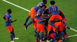 Colombia festeja el gol de Martínez.