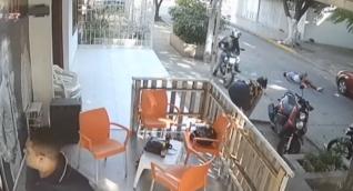 El hecho quedó registrado en las cámaras de seguridad.