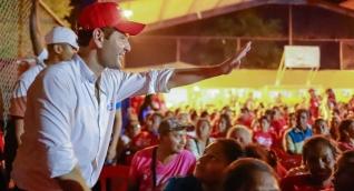 El Mello reunido con simpatizantes de su campaña en Fundación.