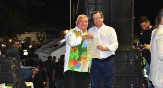 El superintendente de Notariado y Registro, Rubén Silva Gómez, y el alcalde de Ciénaga, Luis Alberto Tete Samper.