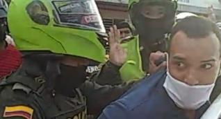 Momento en que el hombre fue detenido por la Policía.