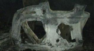 Así quedó el vehículo que explotó.