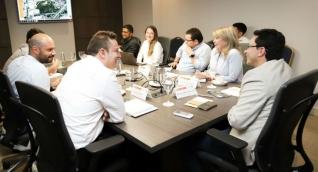 Reunión entre Gobernador y Alcaldesa con expertos de Medellín.