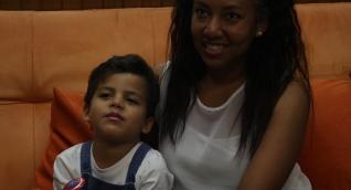 Libys Falques Sandoval y su hijo Tiago Squires Falquez