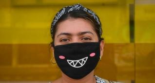 Imagen de una mujer con tapaboca en Barranquila.