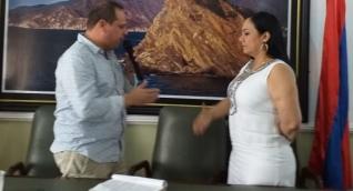 Velásquez acusó a Aarón por dejarlo por fuera de la primera sesión de comisión.