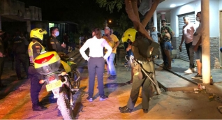 Fiesta intervenida por las autoridades.
