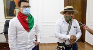Reunión de Carlos Caicedo con indígenas de la Minga del Cauca.