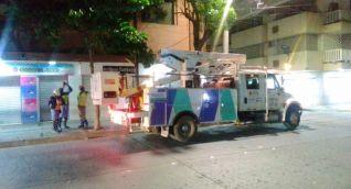 90 conexiones eléctricas ilegales de ventas ambulantes en el centro de Santa Marta.