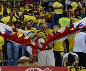 El Cole anima a la Selección Colombia desde la tribuna.