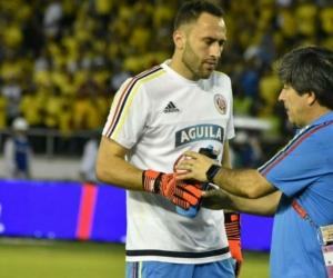 David Ospina calentando previo al partido ante Paraguay.