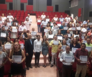 Los maestros recibieron los certificados que les acredita el fortalecimiento del inglés.